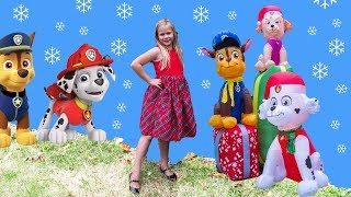 PAW PATROL and PJ MASKS HUNT Assistant Searches Christmas  Town For Rubble + Gekko