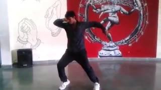 kabhi kabhi mere dil mai kamal solo dance