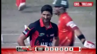 Ahmed Shehzad is Teasing Sohail Tanvir after Hitting Two Fours in BPL