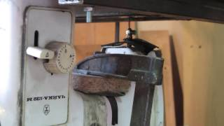 Sewingmachine scrollsaw in use - demo