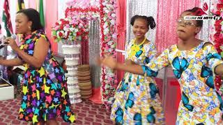 Mtangazaji Wa Praise Power Radio 99 3FM Na Msimuliaji Wa Hadith Veronica Frank Alivyoimba Kanisani