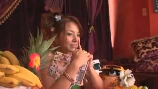Tina Yuzuki (柚木ティナ) in sexy bikini showing off her movie collection