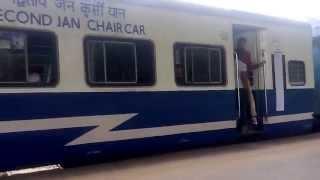 ALCO departure. Typical chugging sounds! 12072 JALNA - DADAR Jan shatabdi Express