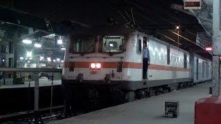 Chennai Rajdhani Express Making Powerful Start Up Sounds & Repeated Melodious Honkings at Nagpur Jn