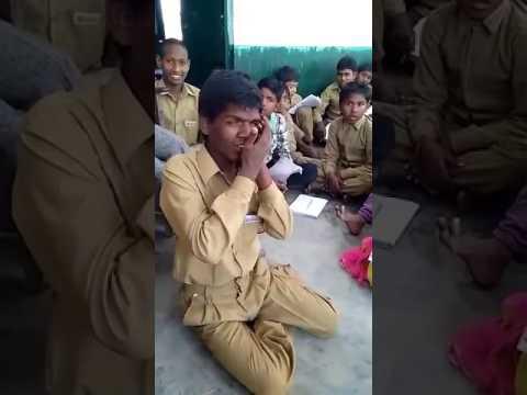 Awesome singing song by poor boy Jab se chada bhagona primary school me padhai gawa chulhe me .