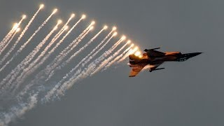 F16 fighter yet shooting flares