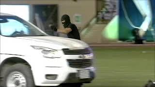 وزير الداخلية سمو الامير عبدالعزيز بن سعود يصفق لطفل بتال ويرد التحية