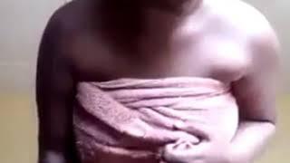 Cetrès belle femme sénégalaise Thiaga se déshabille totalement porno 100%katanté reuyy data