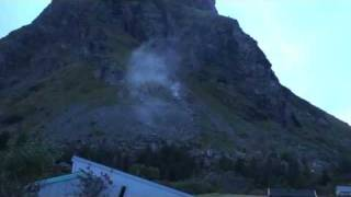 Amazing rock avalanche!