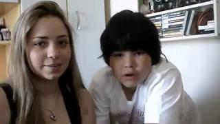 Menino se assusta com vulto na webcam