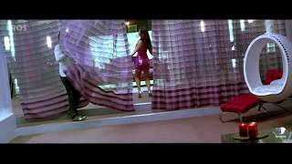 Kareena does her nasty dance and shows off