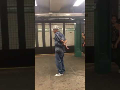 Xxx Mp4 Canta All Improvviso Sotto La Metro E Lascia Tutti A Bocca Aperta 3gp Sex