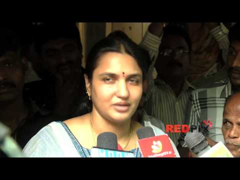 Actress Sukanya pays homage to legendary Tamil poet and lyricist Vaali [ RED PIX ]