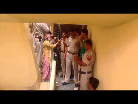Xxx Mp4 Mayur Vihar Ki Police Ne Samne Kade Hoke Badawa Diya Aur Ghar Todha Aur Yaha 99bana 3gp Sex