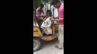 Naya Pakistan 🙄 Rikshe me Vera Le aaye 😂