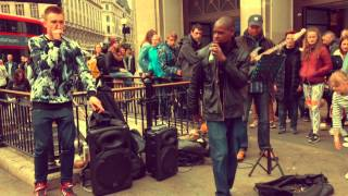 London - Amazing street singer covers 'Stay with me' by Sam Smith