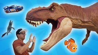O DINOSSAURO DEVORADOR DE BRINQUEDOS! The dinosaur who eat toys!!