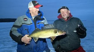 Late Ice Trophy Walleyes Sturgeon Bay- Larry Smith Outdoors