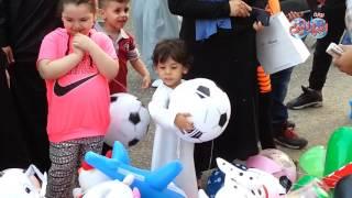 أخبار اليوم  المصلون يحتفلون بعيد الفطر بعد انتهاء الصلاة