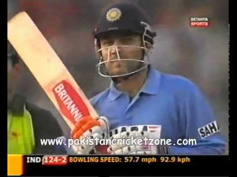 Shahid Afridi's great over to Sehwag - Takes his wicket at the end.flv