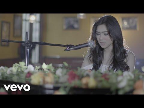 Isyana Sarasvati - Tetap Dalam Jiwa (Video Clip)