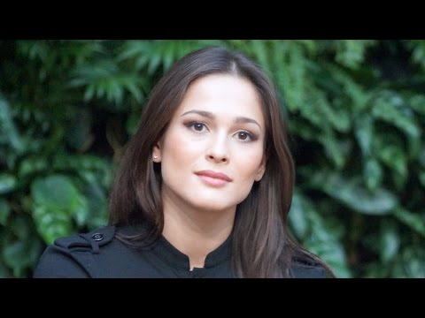 фото голая актриса кино саера сафари