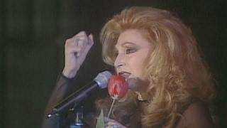 Rocío Jurado interpreta «Se nos rompió el amor» (2001)