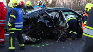 Schwerer Crash mit vier beteiligten Autos auf Welser Autobahn bei Pucking fordert zwei Verletzte
