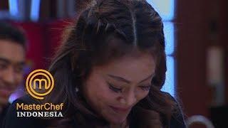 MASTERCHEF INDONESIA - Lucu Banget Daniar Dikerjai Chef Juna   Gallery 3   23 Maret 2019