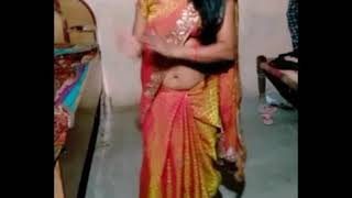 Lovely housewife bhabhi navel dance in saree