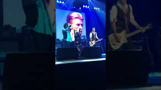 Johnny Depp singing 'Heroes' (Bowie cover) | Hollywood Vampires & Casino Rama | May 18, 2018