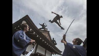 侍と忍者が追う…江戸の町を外国人爆走