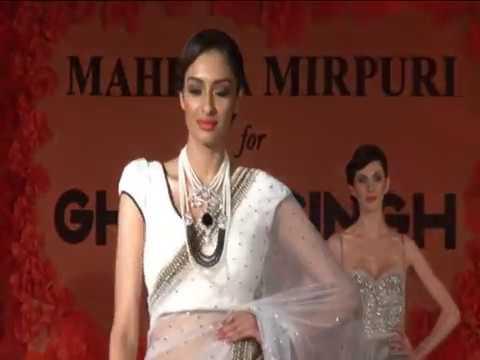 Karishma Kapoor Sizzles The Ramp