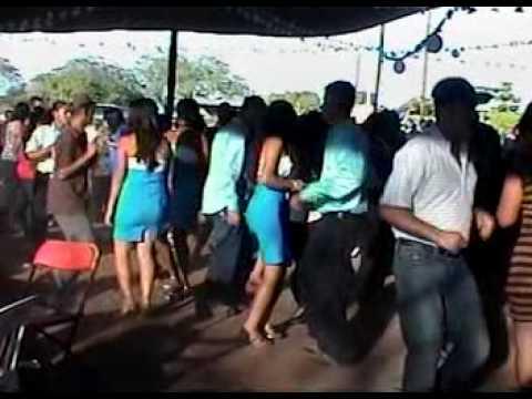 Gente de Cutzamala bailando con banda Ene 23 2010