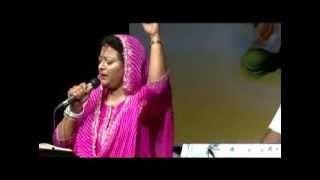 Sumita Saksena sings 'Likhne Waale Ne Likh Daale'.mpg