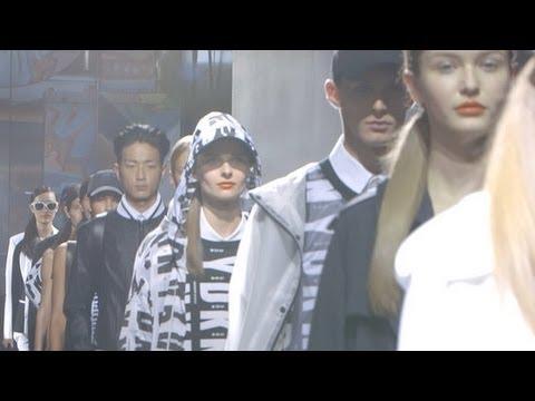 Xxx Mp4 Karlie Kloss Leads The DKNY Spring 2014 Runway Show Fashion Week Spring 2014 3gp Sex