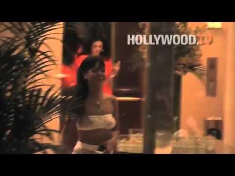 Xxx Mp4 Bleona Përplaset Me Rihanna N Në Hyrje Të Pallatit 3gp Sex