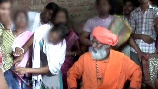 Sakshi Maharaj in trouble, girl removes jeans in front of him; Watch video|वनइंडिया हिन्दी