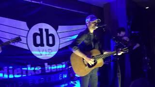 Pick up - Dierks Bentley VIP Black lounge performance
