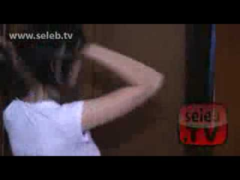 Video Donita Cuek Ganti Baju