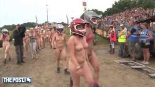 450 mensen rennen naakt voor vrijheid