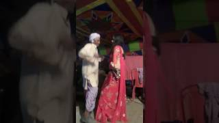Abhi to me jawan hu! Old men dancing with young leady awesome....