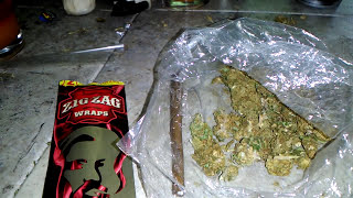 HOW TO ROLL A ZIGZAG BLUNT WRAP!!!!