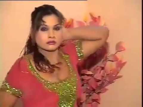 Sexy Pakistani Mujra Boobs Shaking Dancer 2012 - gondal