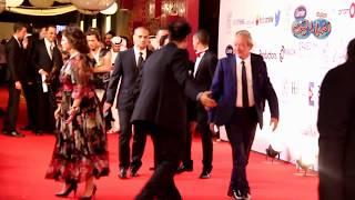 أخبار اليوم   لحظة وصول الزعيم عادل امام برفقة نجيب ساويرس لتكريمه من مهرجان الجونة