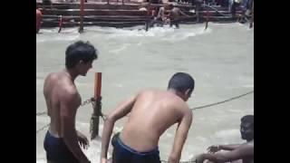 Open Ganga river snan-Ladies holy bath in ganga river - YOUTUBE GIRL