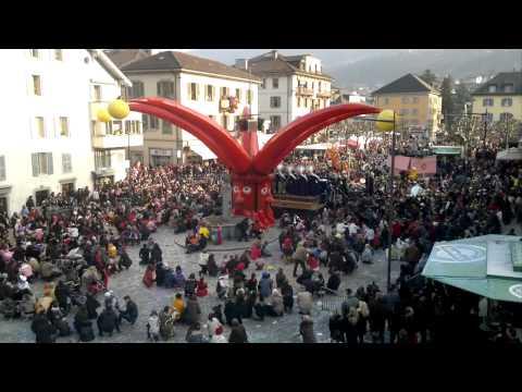Carnaval Monthey 2011 Bataille de confettis
