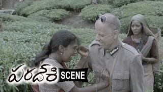 Agent Jerry Attacks Atharva And Riythvika For Opposing British Ruler - Paradesi Movie Scenes
