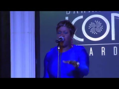 Tamika Taylor performs Tyler Perry s Heaven Waits at the 2015 Bahamian Icon Awards