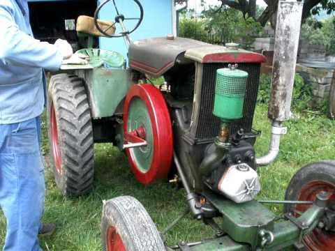 traktor svoboda 15 startování